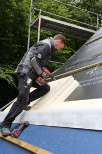 Montowanie ocieplenia na dachu